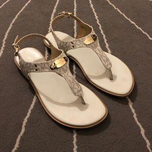 MUCHAEL KORS MK Plate Thong Sandals - 8.5